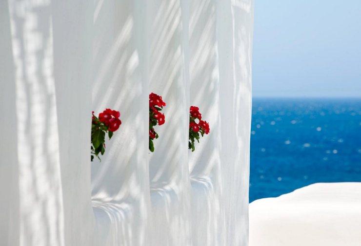 santorini-wall