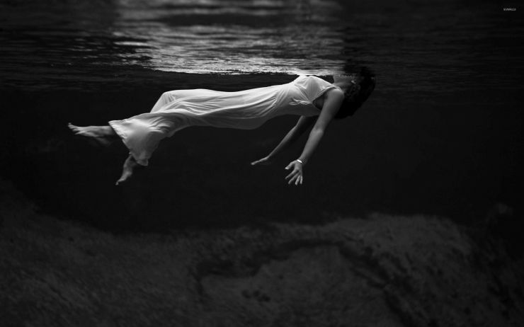 woman-in-white-dress-in-the-dark-water-37251-2560x1600